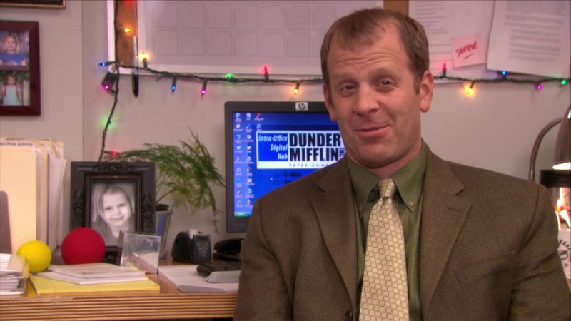 """HP Monitor Used by Paul Lieberstein (Toby Flenderson) in The Office – Season 5, Episode 11, """"Moroccan Christmas"""" (2008) TV Show Product Placement"""
