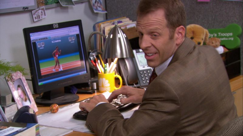 """HP Monitor Used by Paul Lieberstein (Toby Flenderson) in The Office – Season 9, Episode 1, """"New Guys"""" (2012) - TV Show Product Placement"""