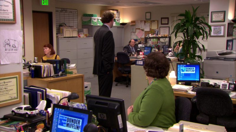 """HP Monitor Used by Phyllis Smith (Phyllis Vance) in The Office – Season 6, Episode 11, """"Shareholder Meeting"""" (2009) TV Show Product Placement"""
