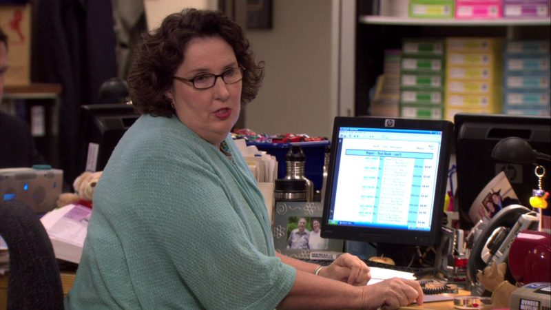 """HP Monitor Used by Phyllis Smith (Phyllis Vance) in The Office – Season 7, Episode 1, """"Nepotism"""" (2010) TV Show Product Placement"""