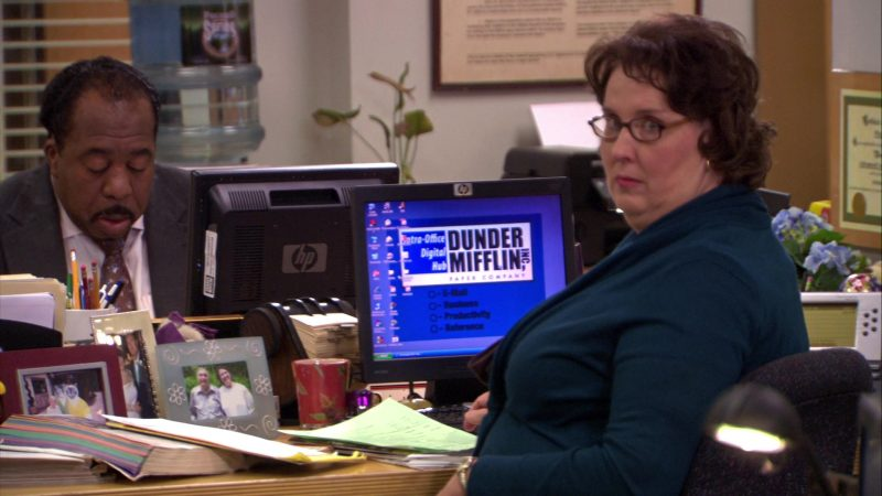 "HP Monitor Used by Phyllis Smith (Phyllis Vance) in The Office – Season 5, Episode 12, ""The Duel"" (2009) - TV Show Product Placement"