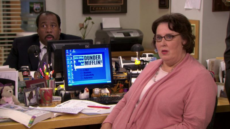 "HP Monitor Used by Phyllis Smith (Phyllis Vance) in The Office – Season 6, Episodes 4-5, ""Niagara"" (2009) TV Show Product Placement"