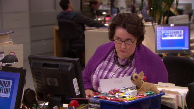 "HP Monitor Used by Phyllis Smith (Phyllis Vance) in The Office – Season 5, Episode 26, ""Casual Friday"" (2009) - TV Show Product Placement"