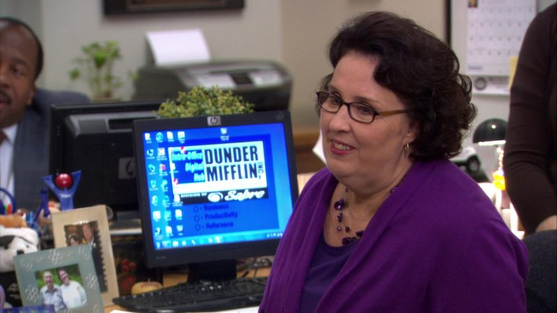 "HP Monitor Used by Phyllis Smith (Phyllis Vance) in The Office – Season 8, Episode 13, ""Jury Duty"" (2012) - TV Show Product Placement"
