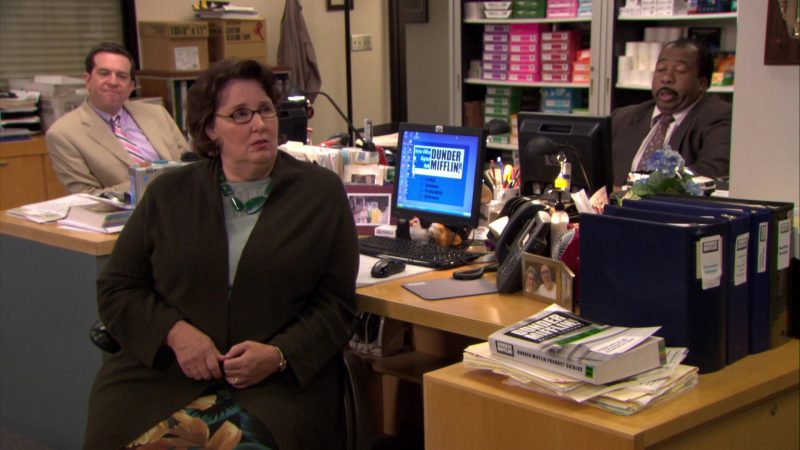 """HP Monitor Used by Phyllis Smith (Phyllis Vance) in The Office – Season 6, Episode 3, """"The Promotion"""" (2009) TV Show"""