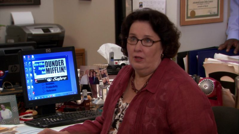"HP Monitor Used by Phyllis Smith (Phyllis Vance) in The Office – Season 8, Episode 1, ""The List"" (2011) - TV Show Product Placement"