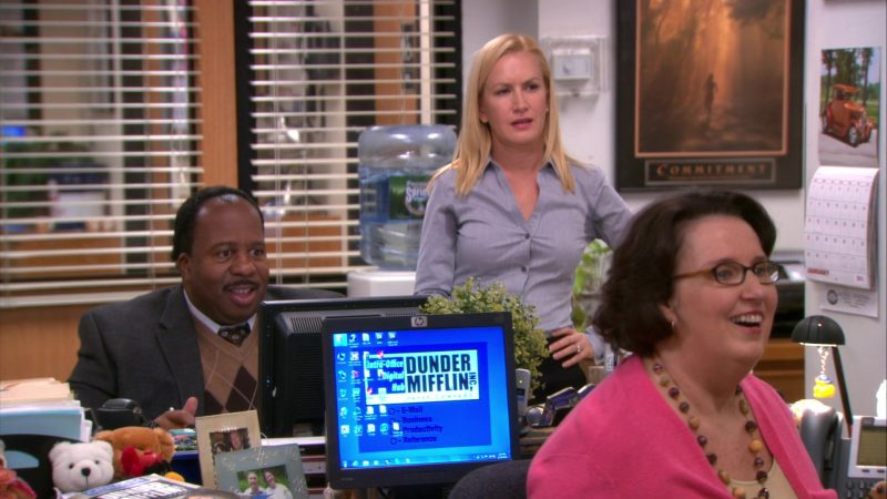 """HP Monitor Used by Phyllis Smith (Phyllis Vance) in The Office – Season 9, Episode 11, """"Suit Warehouse"""" (2013) - TV Show Product Placement"""