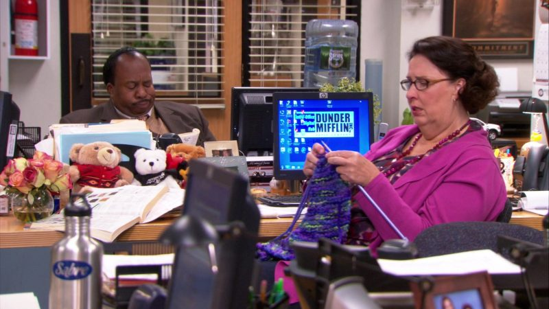 """HP Monitor Used by Phyllis Smith (Phyllis Vance) in The Office – Season 9, Episode 8, """"The Target"""" (2012) - TV Show Product Placement"""