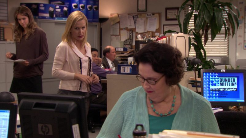 "HP Monitor Used by Phyllis Smith (Phyllis Vance) in The Office – Season 7, Episodes 25-26, ""Search Committee"" (2011) - TV Show Product Placement"