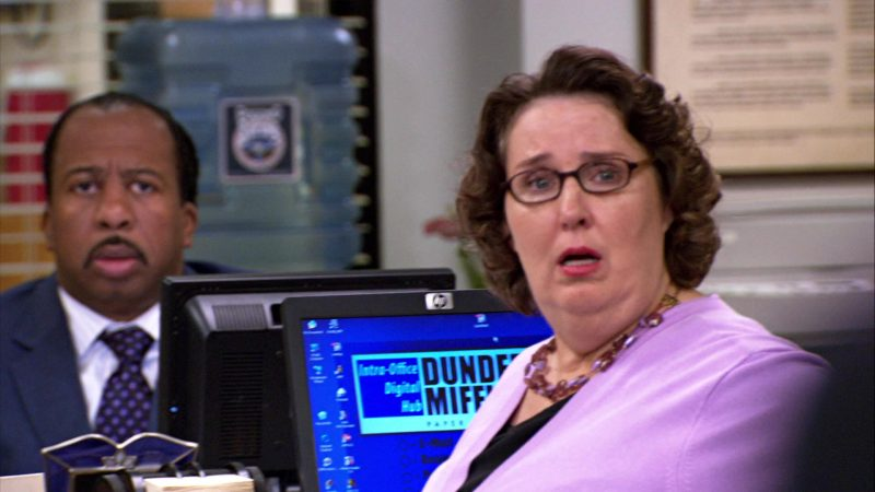 "HP Monitor Used by Phyllis Smith (Phyllis Vance) in The Office – Season 4, Episodes 1-2, ""Fun Run"" (2007) - TV Show Product Placement"
