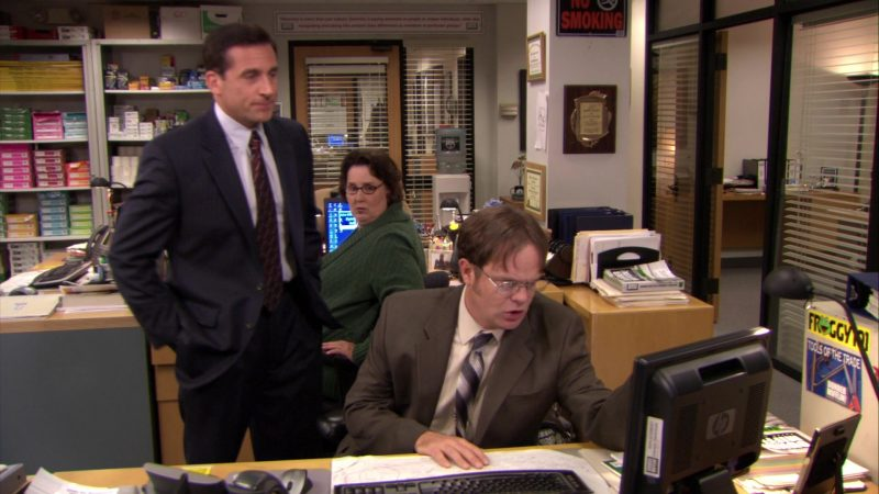 "HP Monitor Used by Rainn Wilson (Dwight Schrute) in The Office – Season 6, Episode 10, ""Murder"" (2009) - TV Show Product Placement"