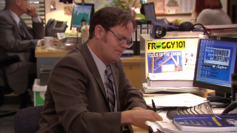 """HP Monitor Used by Rainn Wilson (Dwight Schrute) and Froggy 101 Radio Station Sticker in The Office – Season 7, Episode 13, """"Ultimatum"""" (2011) - TV Show Product Placement"""