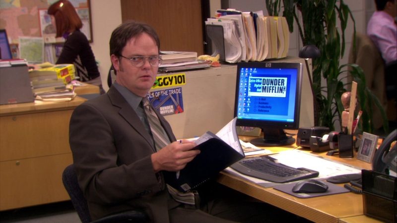 "HP Monitor Used by Rainn Wilson (Dwight Schrute) in The Office – Season 5, Episode 10, ""The Surplus"" (2008) - TV Show Product Placement"