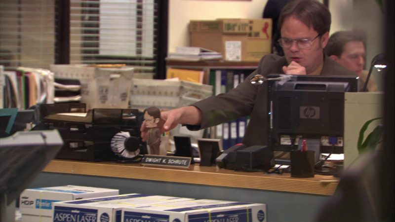 """HP Monitor Used by Rainn Wilson (Dwight Schrute) in The Office – Season 5, Episode 12, """"The Duel"""" (2009) - TV Show Product Placement"""