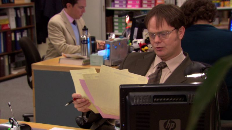 "HP Monitor Used by Rainn Wilson (Dwight Schrute) in The Office – Season 6, Episode 22, ""Secretary's Day"" (2010) - TV Show Product Placement"