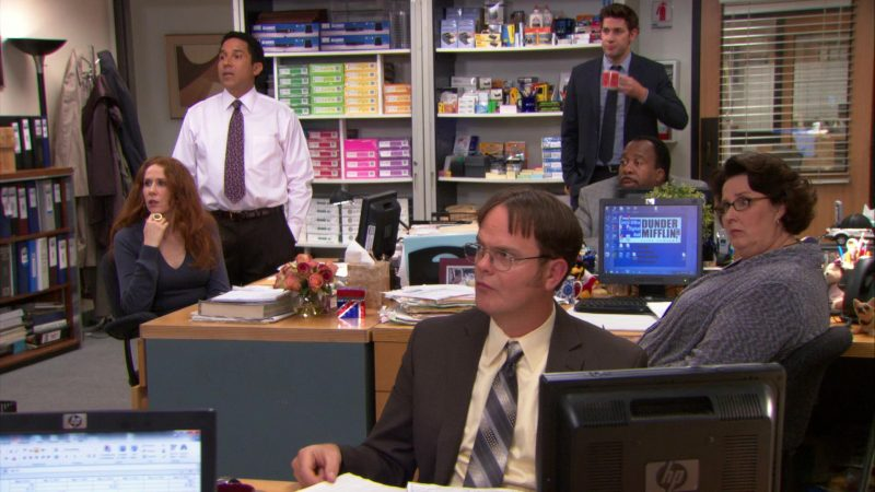 "HP Monitor Used by Rainn Wilson (Dwight Schrute) in The Office – Season 9, Episode 21, ""Livin' the Dream"" (2013) TV Show"