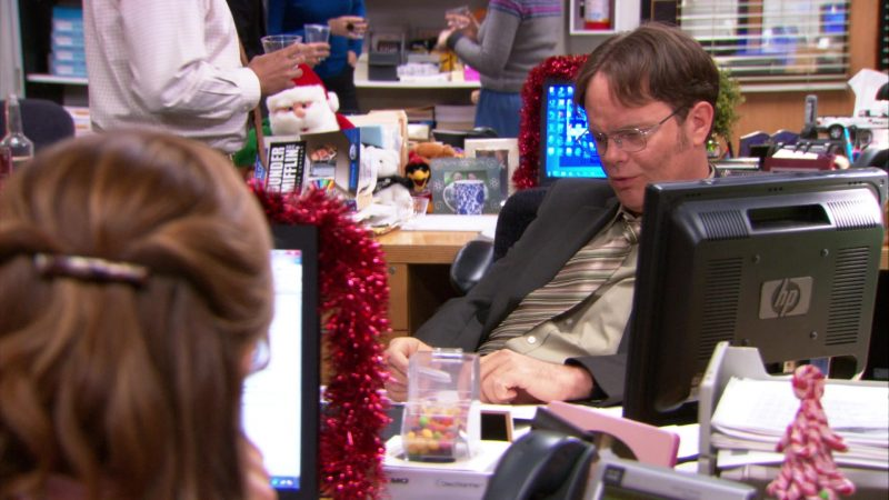 """HP Monitor Used by Rainn Wilson (Dwight Schrute) in The Office – Season 9, Episode 9, """"Dwight Christmas"""" (2012) - TV Show Product Placement"""
