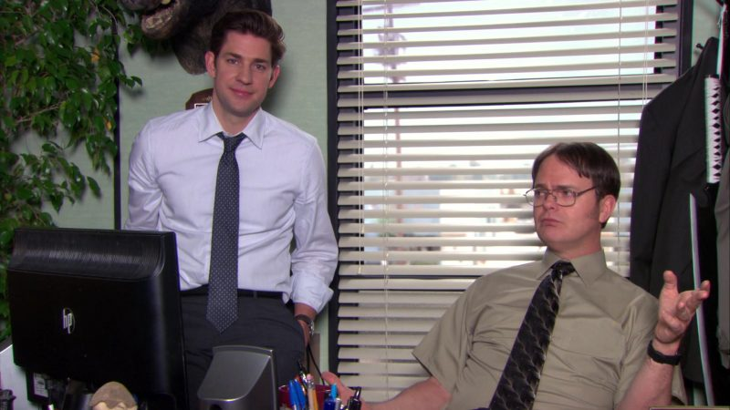"""HP Monitor Used by Rainn Wilson (Dwight Schrute) in The Office – Season 9, Episodes 22-23, """"A.A.R.M."""" (2013) - TV Show Product Placement"""
