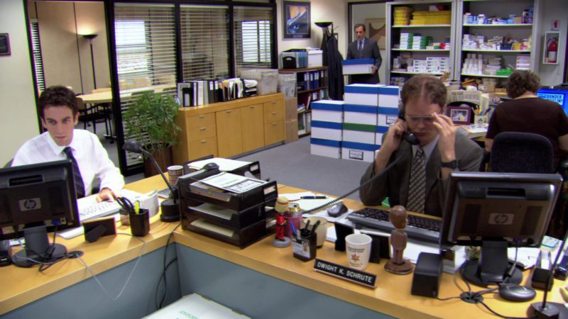 "HP Monitor Used by Rainn Wilson (Dwight Schrute) in The Office – Season 3, Episode 4, ""Grief Counseling"" (2006) - TV Show Product Placement"