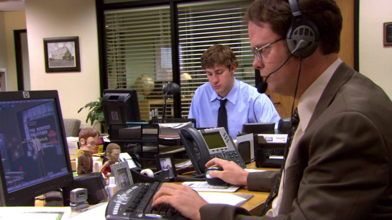 "HP Monitor Used by Rainn Wilson (Dwight Schrute) in The Office – Season 4, Episode 9, ""Local Ad"" (2007) TV Show Product Placement"