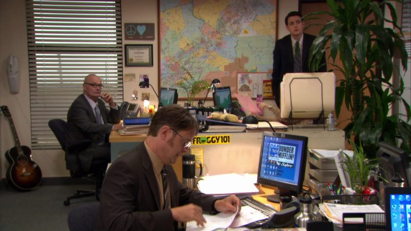"""HP Monitor Used by Rainn Wilson (Dwight Schrute) and Froggy 101 Sticker in The Office – Season 8, Episode 8, """"Gettysburg"""" (2011) TV Show Product Placement"""