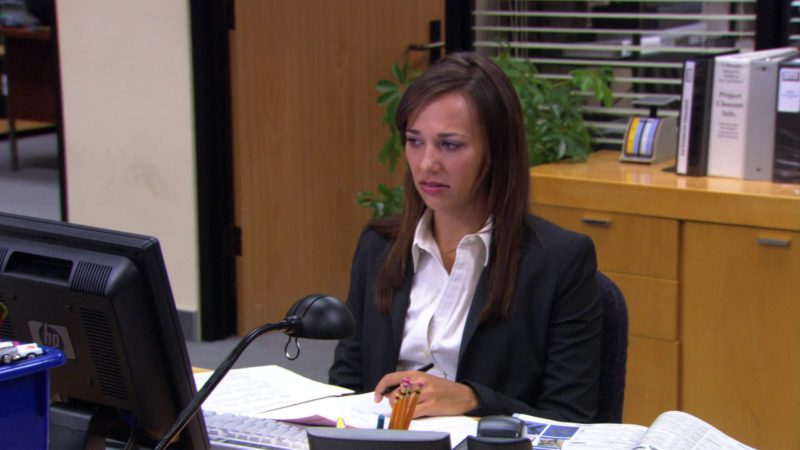 """HP Monitor Used by Rashida Jones (Karen Filippelli) in The Office – Season 3, Episode 8, """"The Merger"""" (2006) - TV Show Product Placement"""