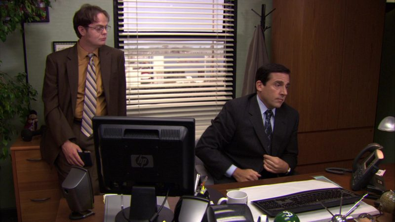 """HP Monitor Used by Steve Carell (Michael Scott) in The Office – Season 7, Episode 4, """"Sex Ed"""" (2010) - TV Show Product Placement"""