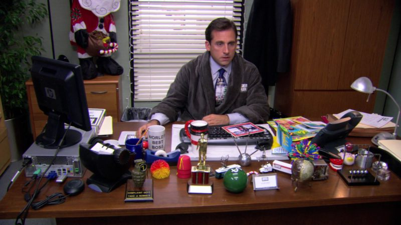 """HP Monitor Used by Steve Carell (Michael Scott) in The Office – Season 3, Episode 10-11, """"A Benihana Christmas"""" (2006) - TV Show Product Placement"""