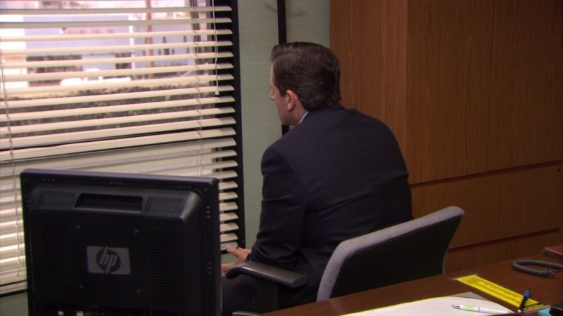 """HP Monitor Used by Steve Carell (Michael Scott) in The Office – Season 6, Episode 6, """"Mafia"""" (2009) TV Show Product Placement"""