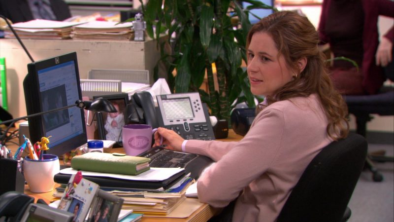"""HP Monitor and Cisco Phone Used by Jenna Fischer (Pam Beesly) in The Office – Season 9, Episode 18, """"Promos"""" (2013) TV Show Product Placement"""