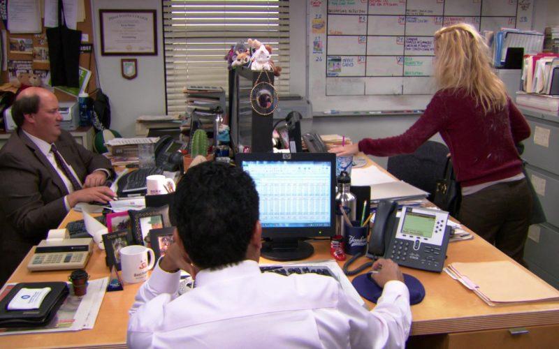 HP Monitor and Cisco Phone Used by Oscar Nunez (Oscar Martinez) in The Office (1)