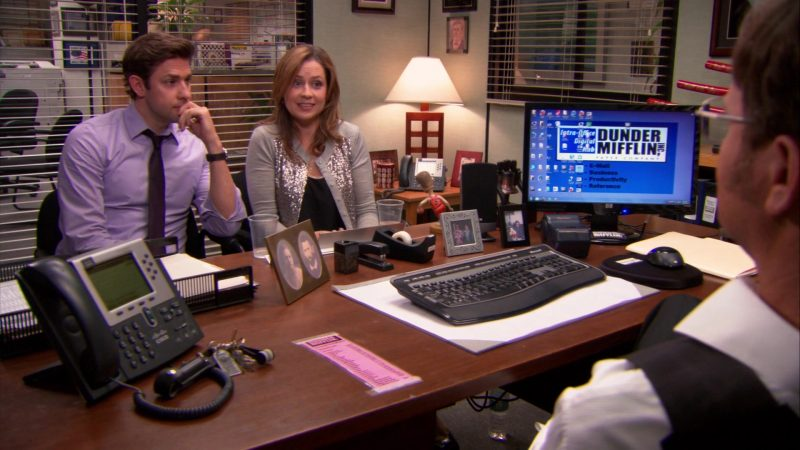 """HP Monitor and Cisco Phone Used by Rainn Wilson (Dwight Schrute) in The Office – Season 9, Episodes 24-25, """"Finale"""" (2013) TV Show Product Placement"""