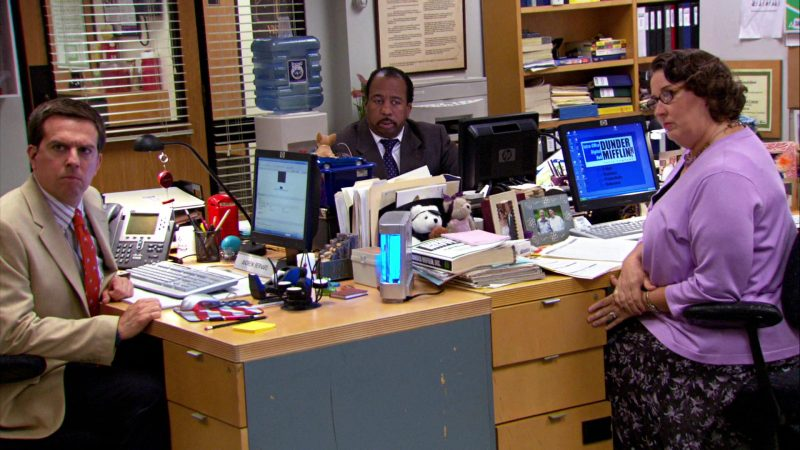 "HP Monitors Used by Ed Helms (Andy Bernard), Leslie David Baker (Stanley Hudson) & Phyllis Smith (Phyllis Vance) in The Office – Season 4, Episodes 1-2, ""Fun Run"" (2007) - TV Show Product Placement"