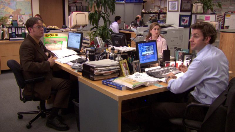 "HP Monitors Used by John Krasinski (Jim Halpert), Rainn Wilson (Dwight Schrute) & Jenna Fischer (Pam Beesly) in The Office – Season 7, Episode 22, ""Goodbye, Michael"" (2011) - TV Show Product Placement"