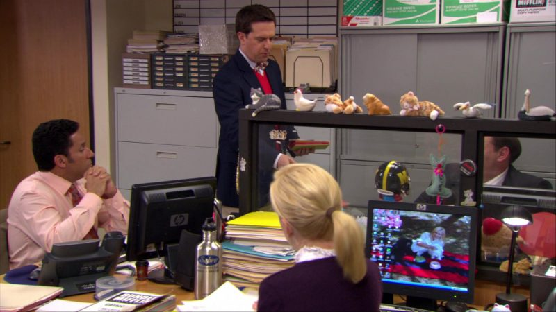 "HP Monitors Used by Oscar Nunez (Oscar Martinez) & Angela Kinsey (Angela Martin) in The Office – Season 6, Episode 16, ""The Manager and the Salesman"" (2010) TV Show Product Placement"