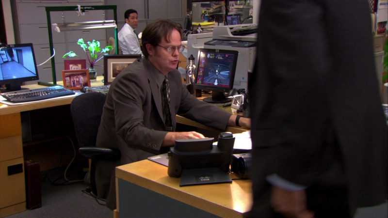 "HP Monitors and Cisco Phone Used by Rainn Wilson (Dwight Schrute) in The Office – Season 6, Episode 19, ""St. Patrick's Day"" (2010) - TV Show Product Placement"