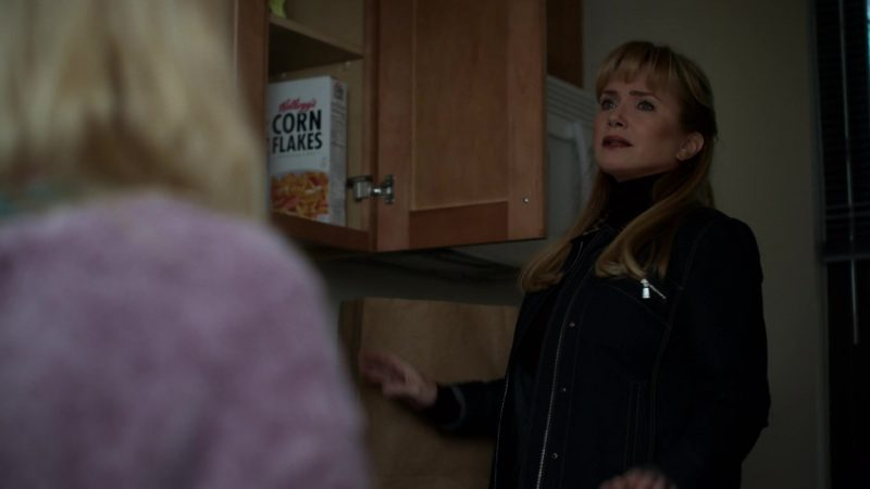 """Kellogg's Corn Flakes Breakfast Cereal in Jessica Jones - Season 3, Episode 11, """"A.K.A Hellcat"""" (2019) - TV Show Product Placement"""