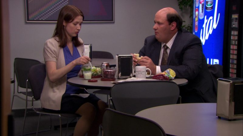"""Mohegan Sun Casino & Resort Mug Used by Brian Baumgartner (Kevin Malone) in The Office – Season 6, Episodes 17-18, """"The Delivery"""" (2010) - TV Show Product Placement"""