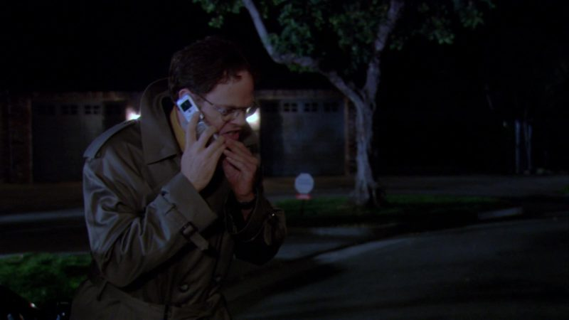 "Motorola Cell Phone Used by Rainn Wilson (Dwight Schrute) in The Office – Season 3, Episode 7, ""Branch Closing"" (2006) TV Show Product Placement"