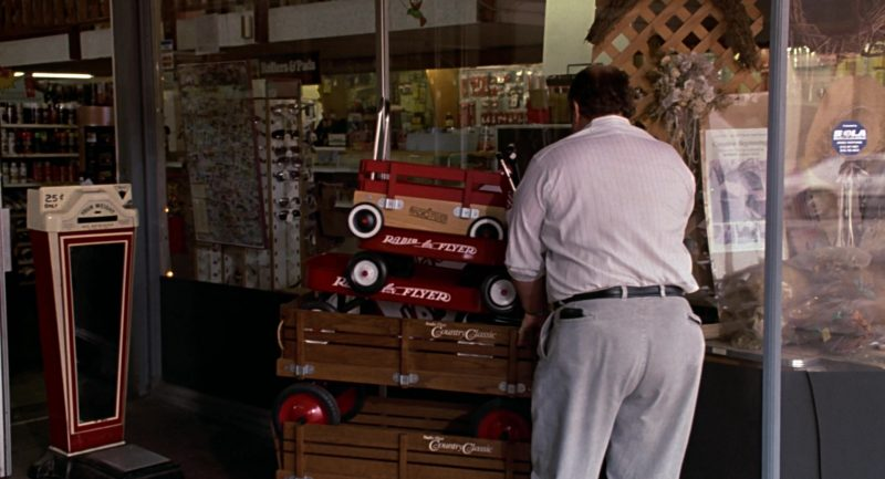 Radio Flyer Red Toy Wagons in Beethoven (1992) - Movie Product Placement