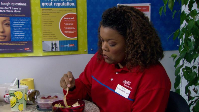 """Staples Red Shirt Worn by Yvette Nicole Brown in The Office – Season 3, Episode 14, """"The Return"""" (2007) - TV Show Product Placement"""