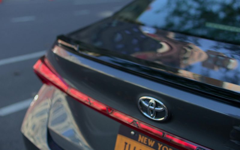 Toyota Avalon Car Used by Rachael Taylor in Jessica Jones (1)
