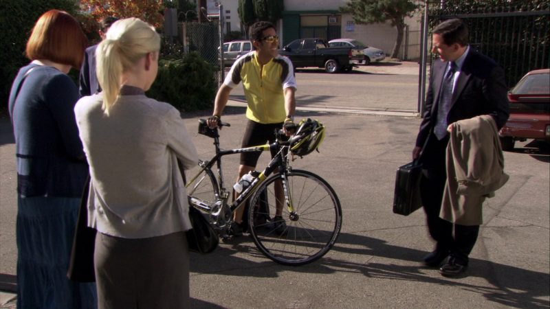 """Trek Bicycle Used by Oscar Nunez (Oscar Martinez) in The Office – Season 7, Episode 5, """"The Sting"""" (2010) TV Show Product Placement"""