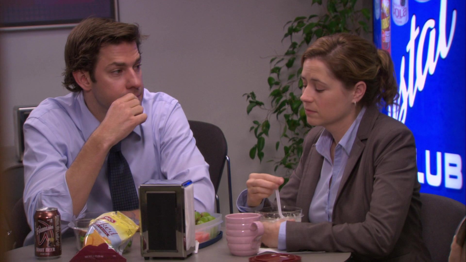 Wegmans Fountain Root Beer and Herr's Chips in The Office – Season 6