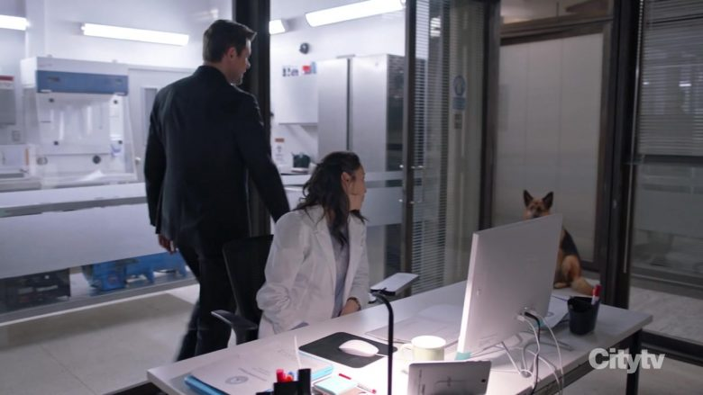 Acer Tablet in Hudson & Rex - Season 1, Episode 12, A Cult Education (2019) - TV Show Product Placement