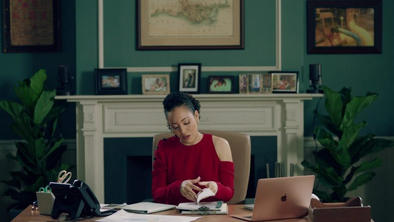 "Apple MacBook Air Laptop Used by Dawn-Lyen Gardner in Queen Sugar - Season 4, Episode 5, ""Face Speckled"" (2019) - TV Show Product Placement"