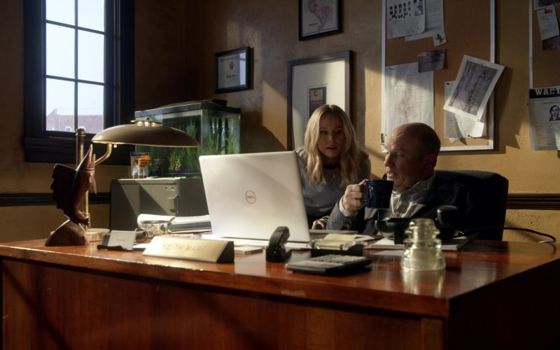Dell Laptop Used by Enrico Colantoni & Kristen Bell in Veronica Mars (1)