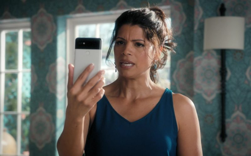 Google Pixel Android Mobile Phone Used by Andrea Navedo in Jane the Virgin (7)