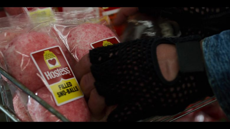 """Hostess Filled Sno-Balls in Stranger Things - Season 3, Episode 5, """"The Flayed"""" (2019) - TV Show Product Placement"""