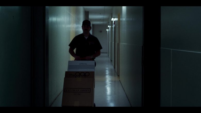 "JCPenney and The Gap Boxes in Stranger Things - Season 3, Episode 3, ""The Case of the Missing Lifeguard"" (2019) - TV Show Product Placement"